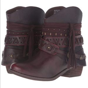 Not Rated Women's Naoni Booties in Wine - Like New